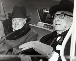 746px-Winston_Churchill_and_Bernard_Baruch_talk_in_car_in_front_of_Baruch's_home,_14_April_1961